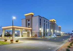 Hampton Inn Boston Stoughton - Front